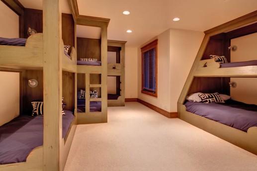 Peak 72 Bunk Room