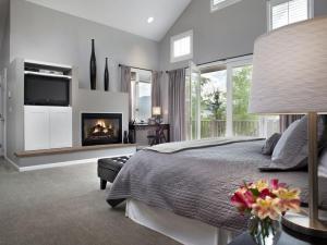 This not-so-humble Aspen abode features contemporary decor.