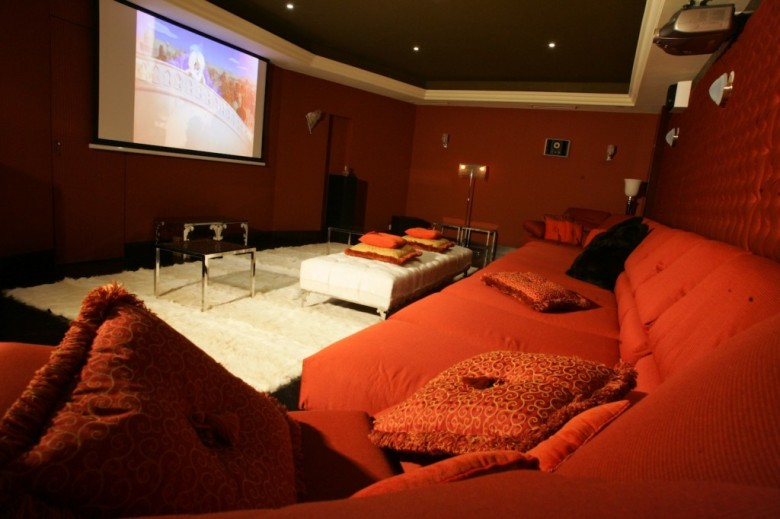 Chalet-L.Raphael-Verbier-cinema-from-sofa-1024x682