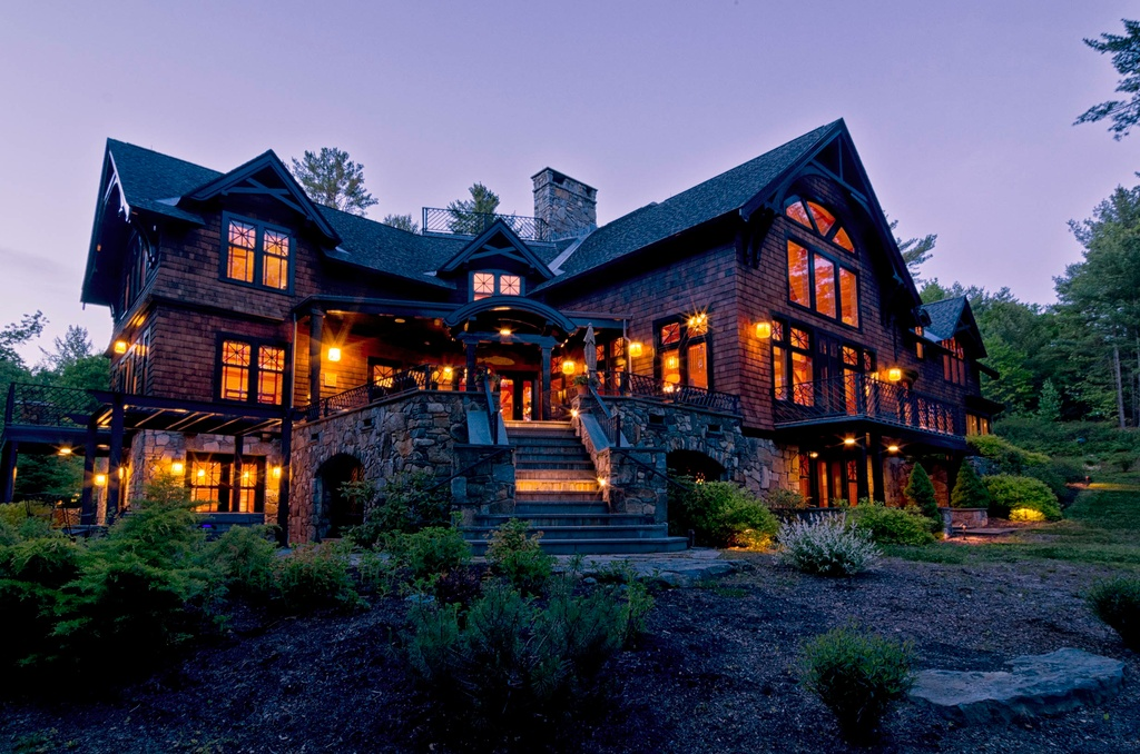 Alpine abodes for urbanites most expensive east coast ski for Maine home builders